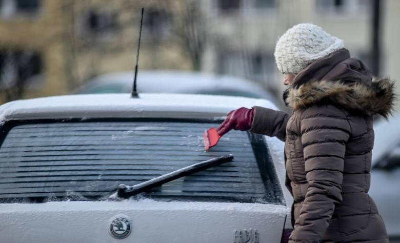 Nad Polskę nadciąga fala mrozów. Niektóre prognozy mówią nawet o minus 20 stopniach Celsjusza. Lepiej się przygotować! Zobaczcie, jak będzie się zmieniała