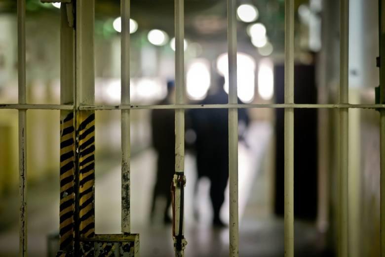 Oskarżonym grozi 5 lat więzienia, a Konradowi M. - który był już karany - 2,5 roku więcej.