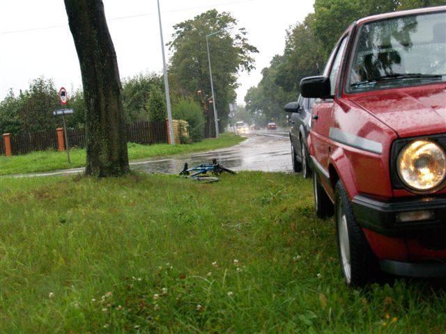 Kolejny wypadek - kobieta trafiła do szpitala (obejrzyj zdjęcia)