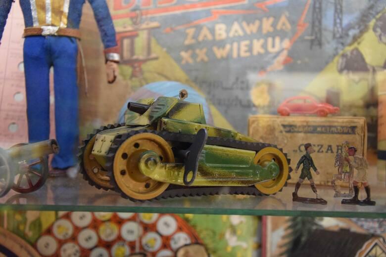 Podobna w konstrukcji zabawka metalowa. Być może również została wyprodukowana w Minerwie.
