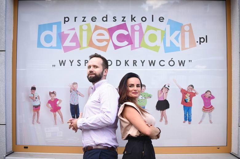 """Agnieszka Nowak-Maliszewska i Karol Golonka zapraszają do nowego przedszkola """"Dzieciaki.pl"""". Poza Wyspą Odkrywców i placówką w osiedlu"""