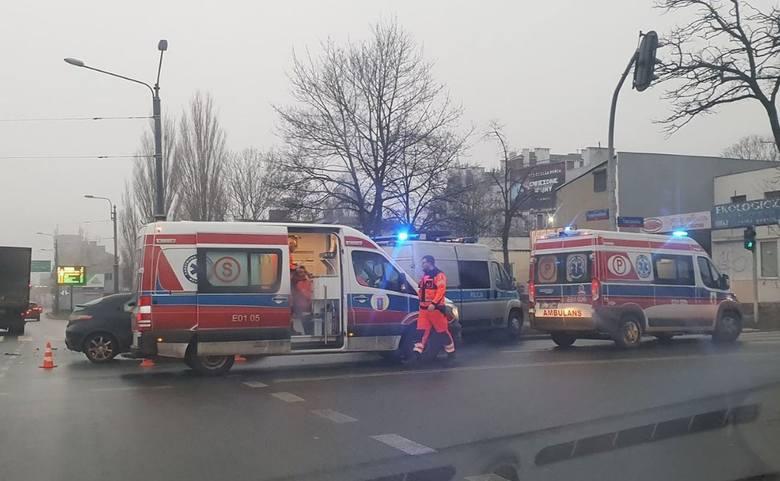 Wypadek na skrzyżowaniu Przybyszewskiego i Tatrzańskiej ZDJĘCIA