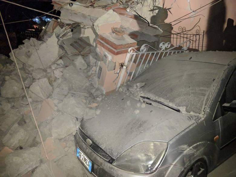 Trzęsienie ziemi we Włoszech na wyspie Ischia [ZDJĘCIA] [WIDEO] Zginęły dwie osoby, 39 rannych