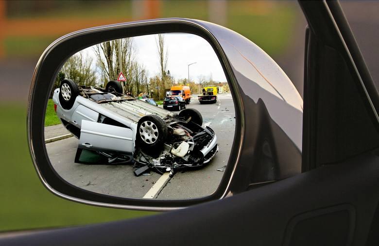 W 2018 roku na polskich drogach miało miejsce niemal 31,7 tys. wypadków. Najczęstszą ich przyczyną jest brawura i nieostrożna jazda. Ale jest też wiele