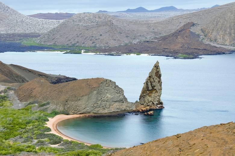 Ilość turystów odwiedzających wyspy z roku na rok rośnie średnio o 12%. Ludzie, hotele, restauracje, ruch samochodowy - wszystko to sprawia, że niezwykła