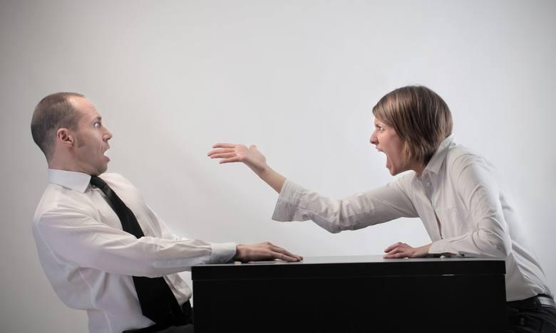 W 2003 roku, badacz Dacher Kelner postanowił sprawdzić co się dzieje z ludźmi, gdy dojdą do władzy i utracą kontrolę nad zachowaniem. Do eksperymentu