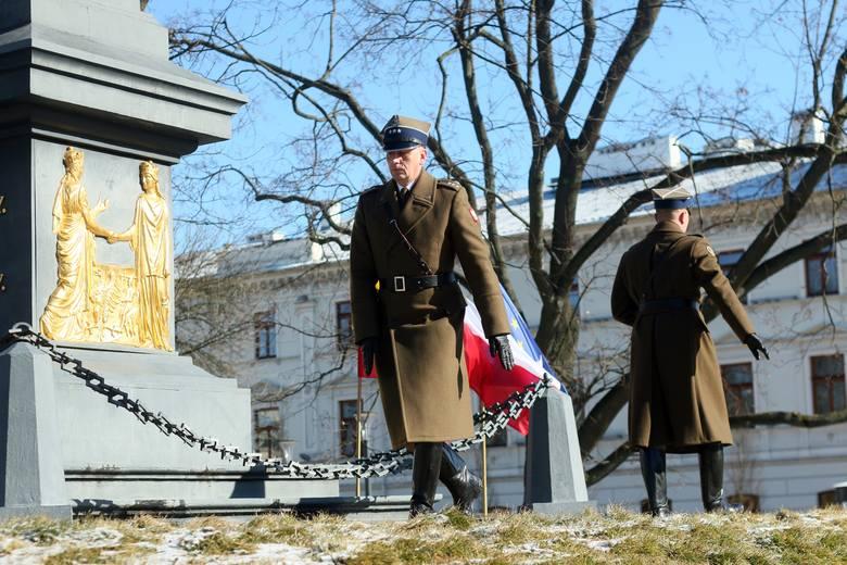 Wizyta prezydentów w Lublinie. Prezydent Polski i Litwy złożyli wieńce pod pomnikiem Unii Lubelskiej [ZDJĘCIA]