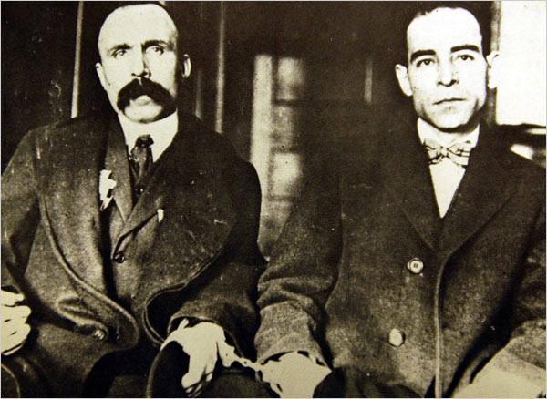 Włoscy demonstranci skazani za wymyślone zbrodnieFerdinando Sacco i Bartolomeo Vanzetti to robotnicy włoskiego pochodzenia, którzy w 1920 roku zostali