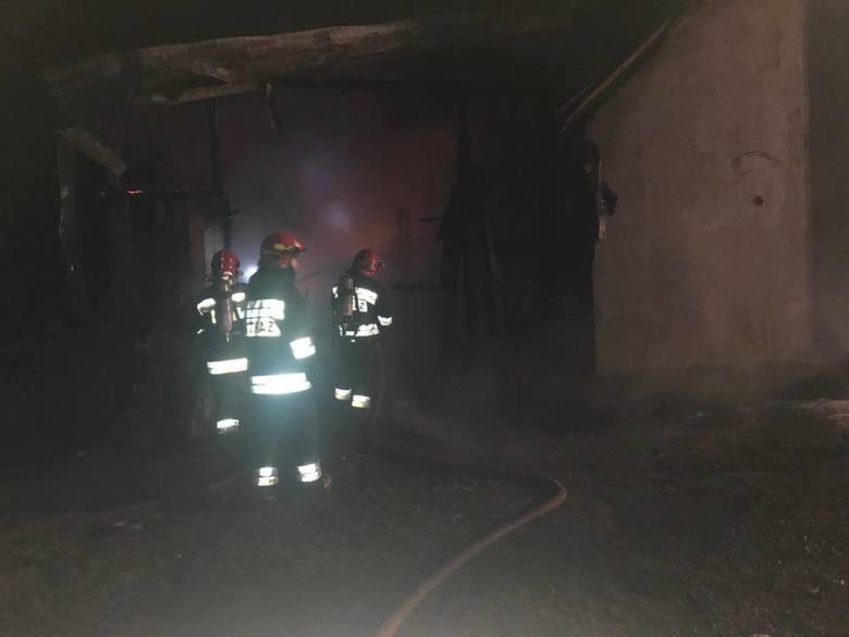 W środę, tuż przed północą, w miejscowości Fasty doszło do pożaru. Zapalił się murowany budynek gospodarczy razem z drewnianą wiatą stojące przy Szosie