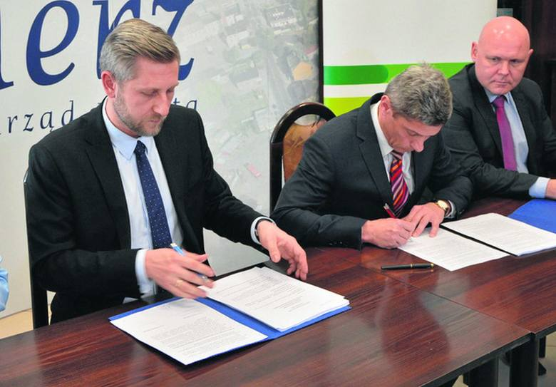 Umowę podpisał prezydent Zgierza (z lewej) oraz prezes firmy Engie Service.