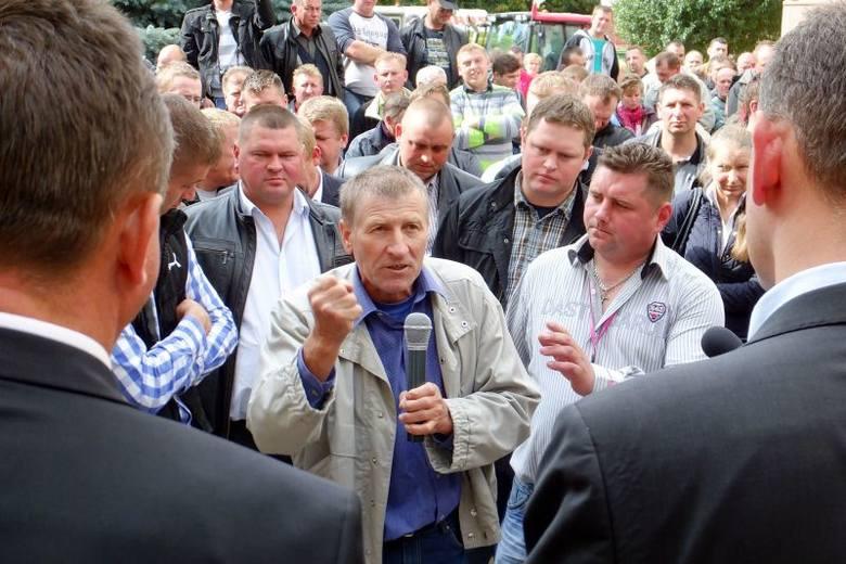 Ul. Mickiewicza. Główny Konserwator Przyrody: Będą odstrzały dzików. Protestujący rolnicy nieprzekonani (zdjęcia, wideo)