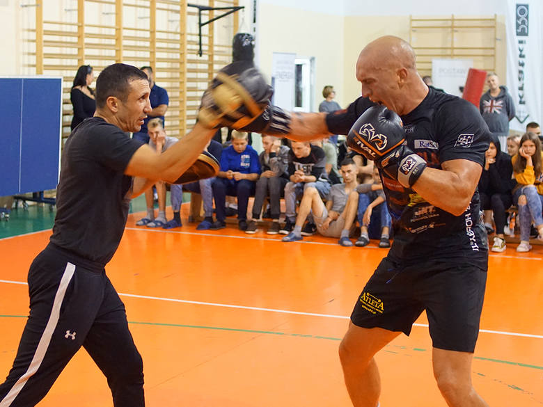 Michał Cieślak, radomski bokser zawodowy, niedawny pretendent do tytułu mistrza świata, odwiedził wychowanków Młodzieżowego Ośrodka Wychowawczego w Kolonii