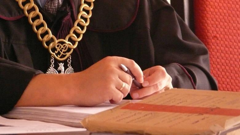 <strong>Dzieciobójczyni</strong><br /> <br /> Jesienią 2012 r. cała Polska mówiła o dzieciobójczyni z Podlasia. Wtedy bowiem wyszło na jaw, że 42-letnia Beata Z. z Hipolitowa zabiła pięcioro swoich dzieci: trzech chłopców i dwie dziewczynki. Przychodziły na świat w latach 2000-2012. Beata Z. zostawiała...