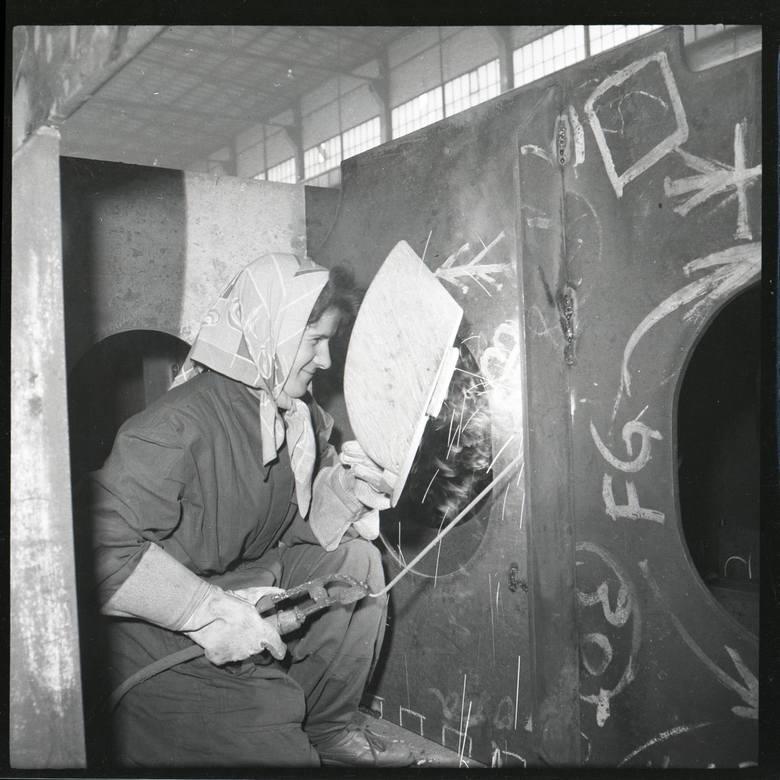 Jak wyglądało codzienne życie w Stoczni Gdańskiej w PRL-u? Zobaczcie archiwalne zdjęcia!