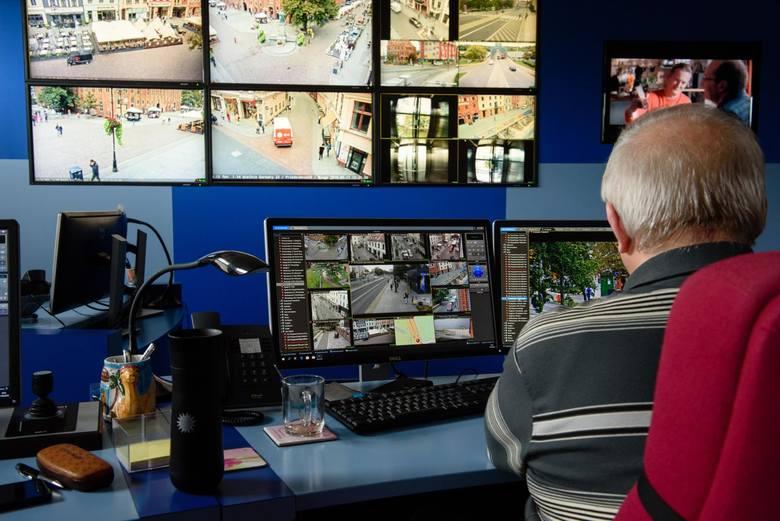 Sieć miejskiego monitoringu gęstnieje: do 315 kamer niebawem dołączą nowe. Wiemy, przy których ulicach się pojawią. Miasto testuje też aplikację odczytującą