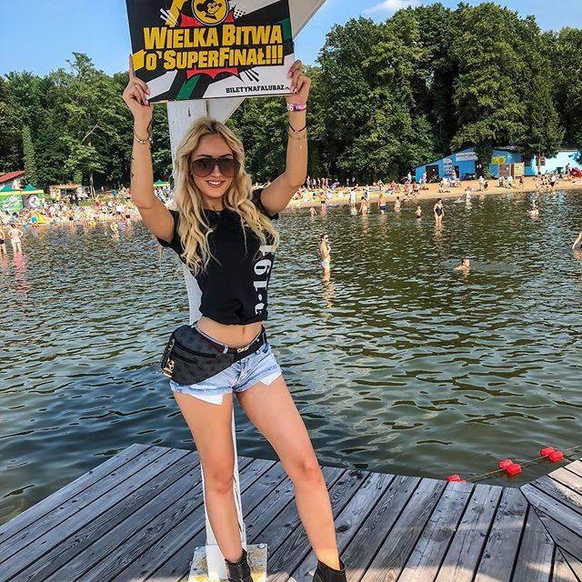 Zielonogórzanka Adrianna Strzałka, reprezentantka grupy F-16 Falubaz Girls, zajęła trzecie miejsce w konkursie Miss Startu PGE Ekstraligi 2019.