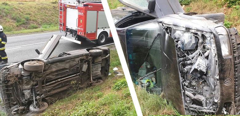 Do groźnie wyglądającego wypadku doszło dziś (21 lipca) na Drodze Krajowej nr 25 w Buszkowie. Auto zjechało z drogi , wylądowało w rowie. Policja ustala
