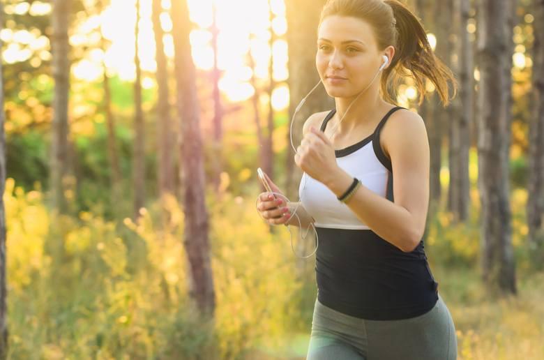 Muzyka dla zdrowia – dlaczego muzyka relaksacyjna działa, jaka jest najlepsza muzyka do ćwiczeń, a które melodie chronią serce?