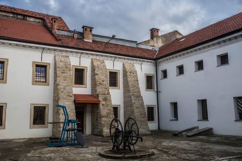 Jeden z klasztorno-więziennych dziedzińców. Obecnie znajduje się tutaj miejsce rekreacji dla skazanych odsiadujących wyroki