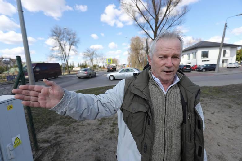 Może któryś  z urzędników mi powie, jak zmieści się tu autobus? – denerwuje się Andrzej Jakubowski.