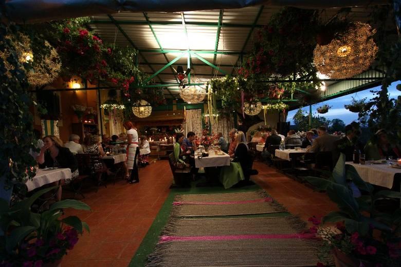 W 2011 roku Magda Gessler przeprowadzała kulinarną rewolucję w restauracji Panorama – Wiszące Ogrody nad Narwią w Nowogrodzie.