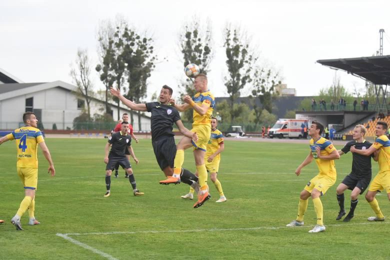 W meczu 30. kolejki II ligi Elana pokonała Skrę Częstochowa 2:1 (0:0). Torunianie przegrywali po rzucie karnym, ale w dalszej części spotkania bramkarza