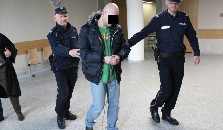 Oskarżony Łukasz Z. w sądzie