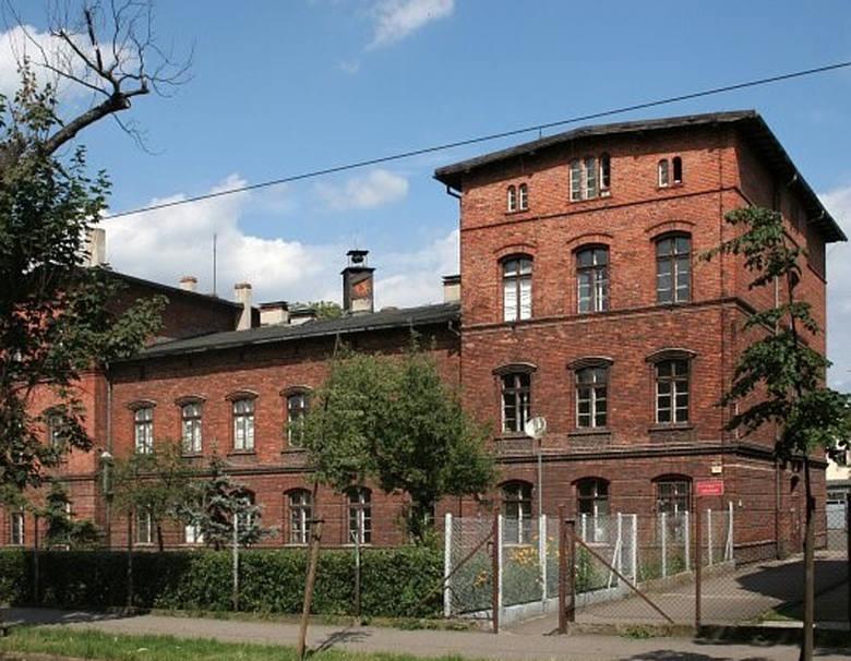 W czasie niemieckiej okupacji chodziłam do tej szkoły, która mieściła się  przy dzisiejszej ulicy Sienkiewicza