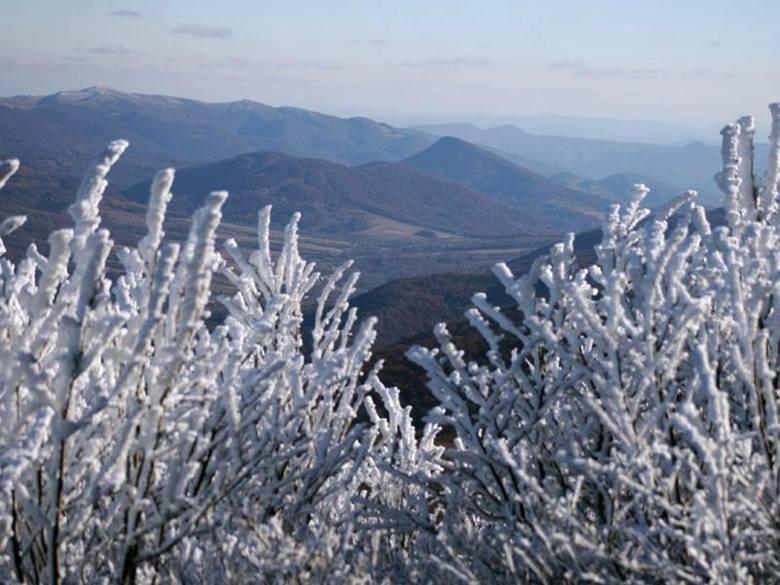 Śnieg w Bieszczadach. Uwaga, trudne warunki turystyczne [ZDJĘCIA]