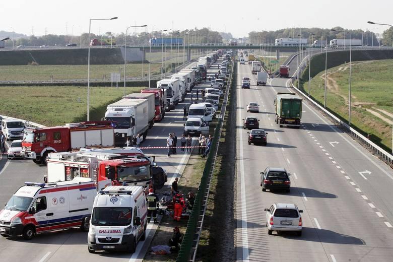 Korytarz życia ułatwia służbom dotarcie na miejsce wypadku