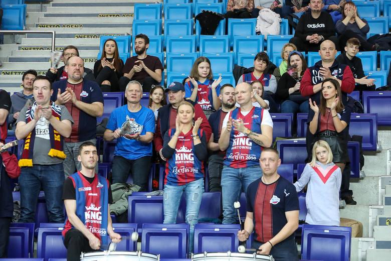 Sporo kibiców zastanawiało się, czy do meczu Kinga Szczecin z Legią Warszawa dojdzie w obawie przed koronawirusem. Ostatecznie zespoły zagrały, a Wilki