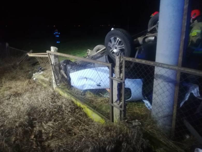 1 stycznia 2020 roku po godz. 2 nad ranem policjanci dostali zgłoszenie o samochodzie który dachował w Szczuczynie.