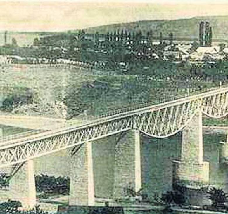Zaleszczyki słynęły z imponujących mostów i pięknego położenia. Była to także kraina winnic.