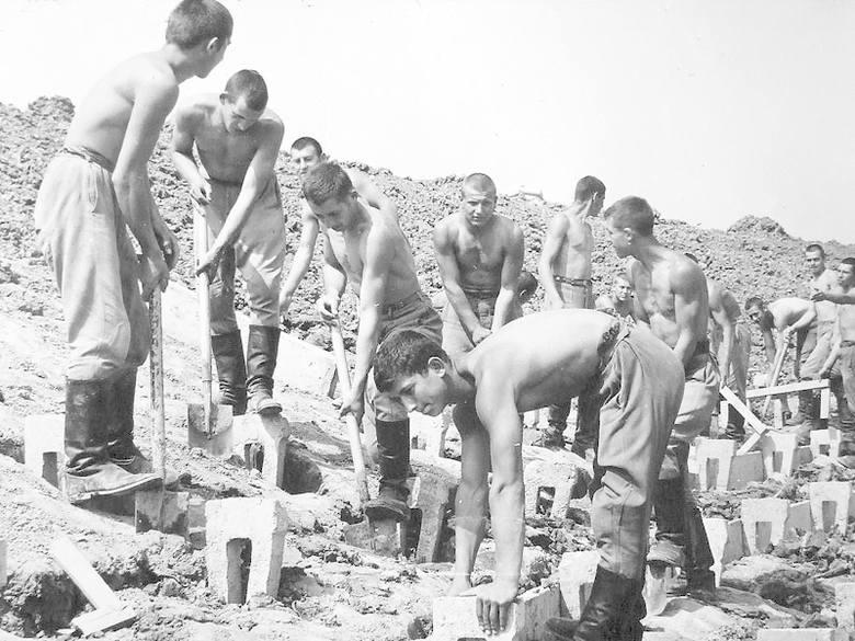 Dla jednych będzie to prawdziwe odkrycie, dla innych przypomnienie: oto unikalne zdjęcia z czasów, gdy budowano stadion Gwardii wraz z całym kompleksem