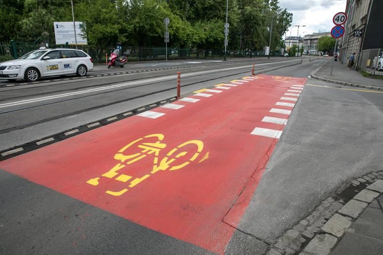 Kraków. Wielkie zmiany na ulicy Grzegórzeckiej. Cieszą się rowerzyści, kierowcy są oburzeni [ZDJĘCIA]