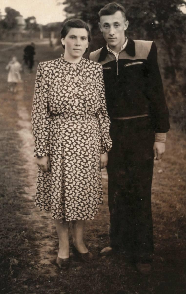 Rydoduby, rok 1957 albo 1958. Zenon Borowski ze Stefą Semerozum z domu Rozpadź