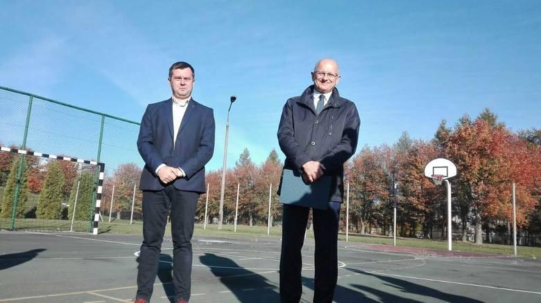 Nowe boisko przy szkole przy Smyczkowej i remont sali gimnastycznej przy Plażowej. 2,5 mln zł na instrastrukturę sportową dla uczniów