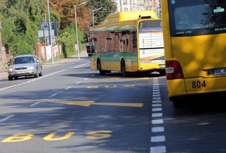 Buspas na ulicy Mikołowskiej w Katowicach obowiązuje od niedzieli 16 września 2018. Jeśli to rozwiązanie się sprawdzi, zostanie wprowadzone na stałe
