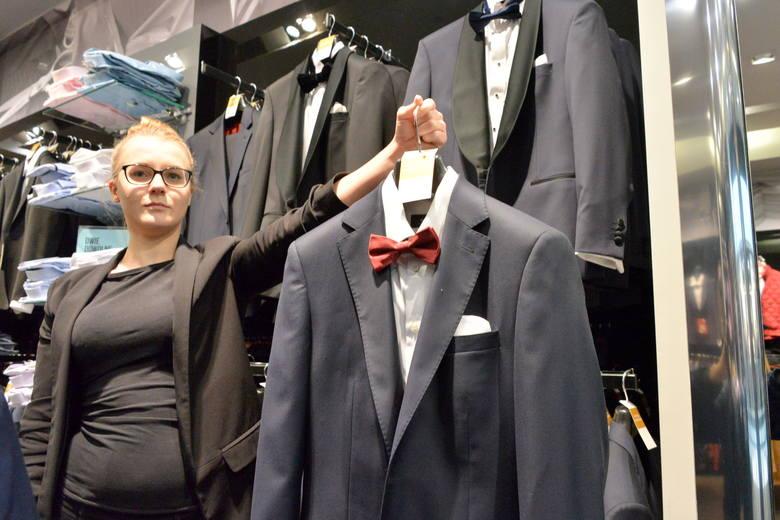 Wśród atrakcyjnych ofert z pewnością należy wymienić tę proponowaną przez firmę Bytom - minus 50 procent na wszystkie garnitury i koszule. - W efekcie