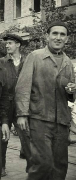 Uśmiechy na twarzach manifestantów widoczne są na wielu zdjęciach wykonanych przez UB