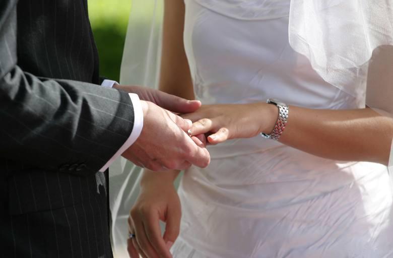 Ile kosztuje ślub w województwie podlaskim? [CENNIK]Szumowo Parafia pod wezwaniem Najświętszej Maryi Panny Częstochowskiej - 1700 złDane na podstawie
