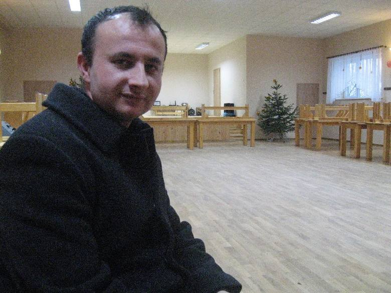 Sołtys Trzebicza Grzegorz Dymlańczuk jest zadowolony, że we wsi wyremontowano salę