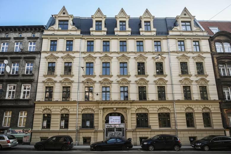 Odnowione kamienice w Poznaniu lśnią pełnym blaskiem. Zobaczcie, jak pięknie prezentują się wyremontowane niedawno budynki w centrum miasta.Przejdź do