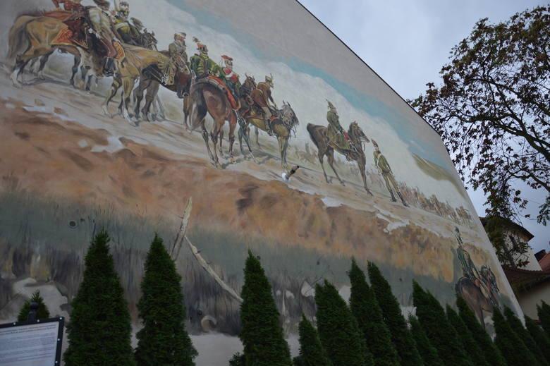 Tarnów. Na środku nowego muralu pojawił się...komin