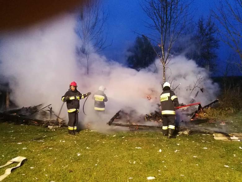 W sobotę przed godz. 16 wybuchł pożar w miejscowości Wylewa koło Sieniawy w pow. przeworskim. Spłonął budynek gospodarczy. W akcji gaśniczej brali udział