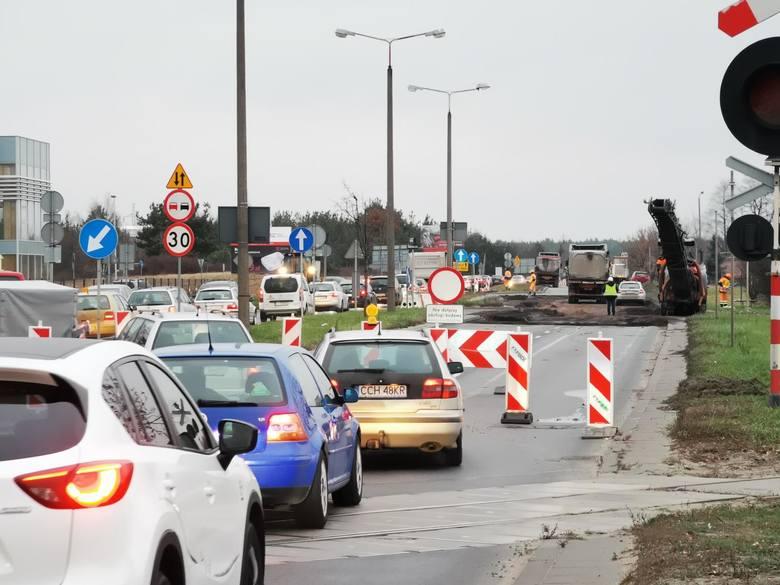 """Z powodu remontu """"starego"""" mostu drogowego przez Wisłę w Toruniu, przejazd przez miasto i poruszanie się po nim będzie utrudnione również w czasie zbliżającego"""