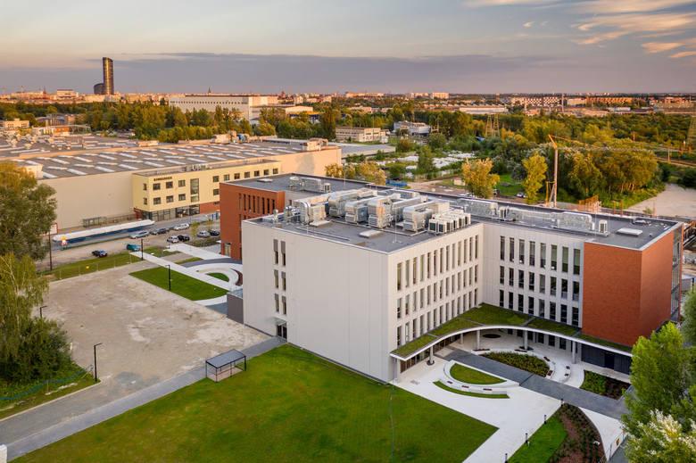 Fot. Nowy budynek WSB we Wrocławiu przy ul. Fabrycznej 14 G.