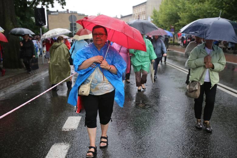 Pielgrzymka kobiet i dziewcząt do Piekar Śląskich
