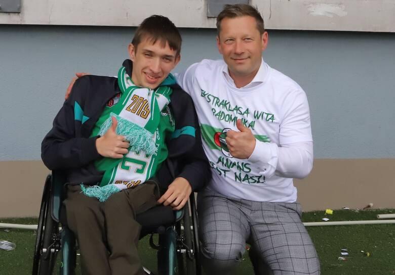 Radomiak Radom w fantastycznym stylu awansował do PKO Ekstraklasy. Zielonych dopingowało kilka tysięcy kibiców na stadionie w zwycięskim 2:0 meczu z