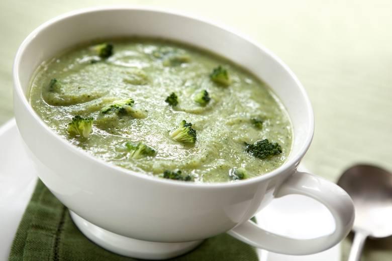 Brokuły z niskotłuszczowym jogurtem naturalnym to jedno z dań diety DASH, które można też zjeść w formie zmiksowanego kremu.